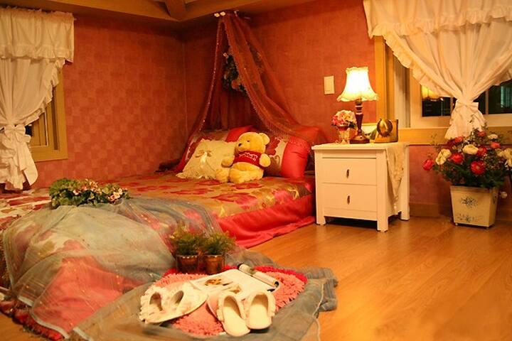 핑크 20평 편안한 복층형 - Dongbu-myeon, Geoje-si - House