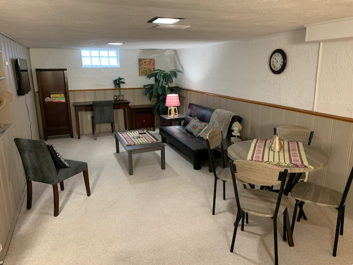 Private Basement Suite Close to Airport & Freeways