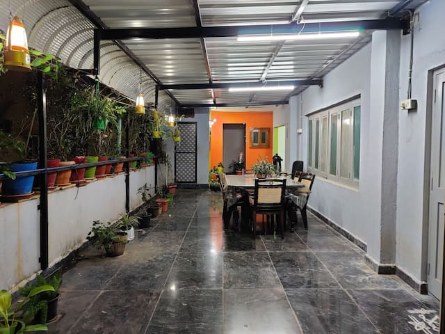 good ambience, lift,kitchen,  garden. open 2 bede
