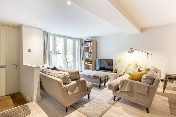 Stunning & Modern 3-Bed House in Central Edinburgh