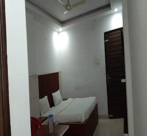 Semi Deluxe Room