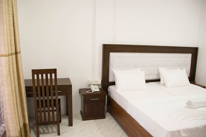 Deluxe room in Bambalapittiya - Discounted