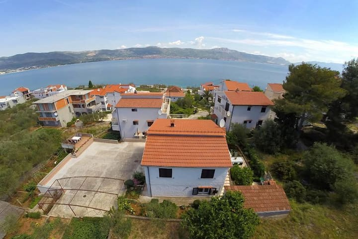 Two bedroom apartment with terrace and sea view Slatine, Čiovo (A-1135-b) - Slatine - Lägenhet