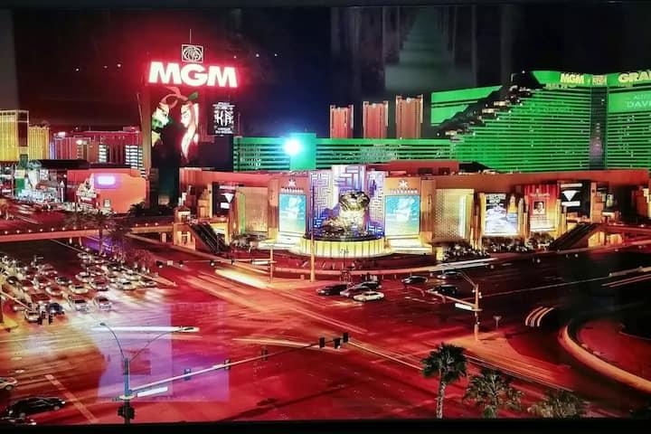 MGM Signature Balcony Suite 18051 NO RESORT FEES