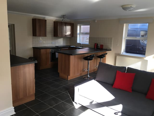 Self contained modern ground floor apartment/annex - Southampton - Hus