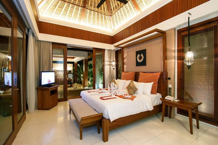 Elegant One Bedroom Deluxe Pool Villa in Canggu!