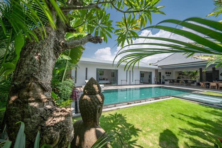打折中!!巴厘岛中心3卧室泳池别墅