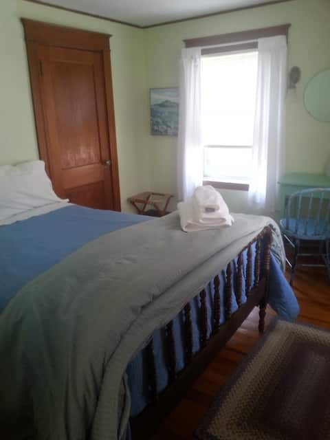 Small clean room for one! Fragrance free home!