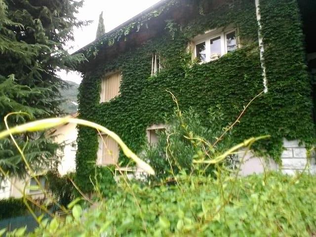 CHAMBRE INDEPENDANTE* DANS GRANDE DEMEURE - Challes-les-Eaux - Rumah