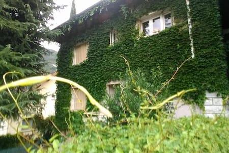 CHAMBRE INDEPENDANTE* DANS GRANDE DEMEURE - Challes-les-Eaux - Dom