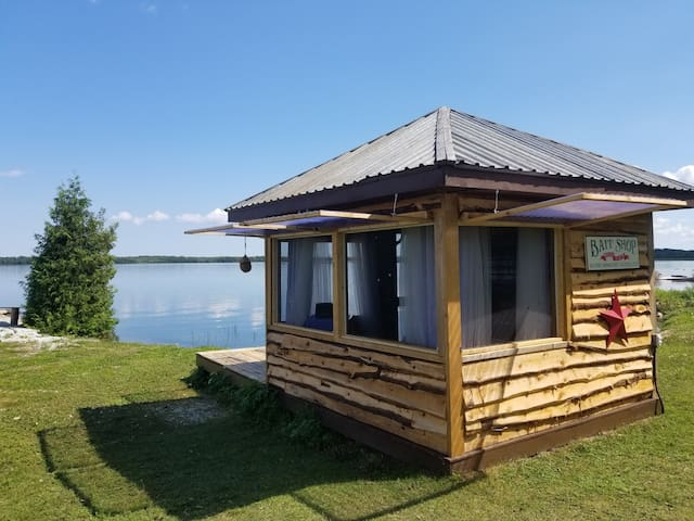 Strawberry Channel Lakehouse - Waterfront Bedroom