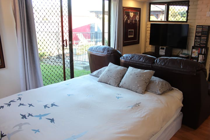 Private flat - just 12km from Brisbane CBD - The Gap - Guesthouse
