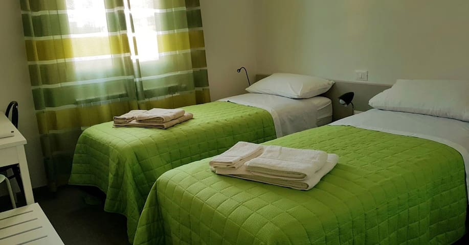 Second bedroom (two single beds)