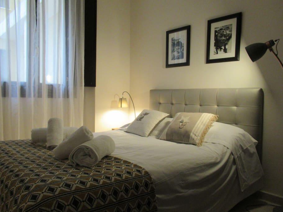 2ª habitación con cama y almohadas nuevas y muy cómodas, climatizada, super silenciosa, con armario empotrado, sábanas escrupulósamente lavadas y planchadas...