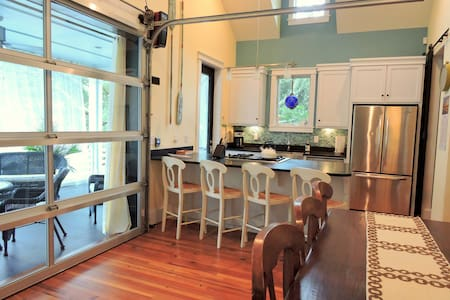 Exquisite 3bdrm/3bath Folly Beach home; near beach