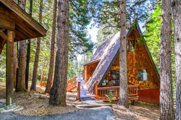Adorable A-Frame in Blue Lake Springs, wrap-around deck, shared pool and more!