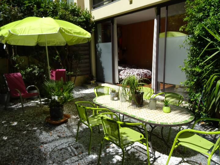 T2  Mougins  jardin et piscine