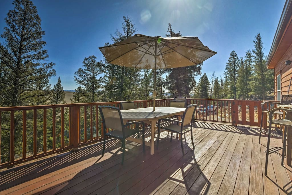 Suitable for up to 7 travelers, this home boasts 1,500 square feet of space.