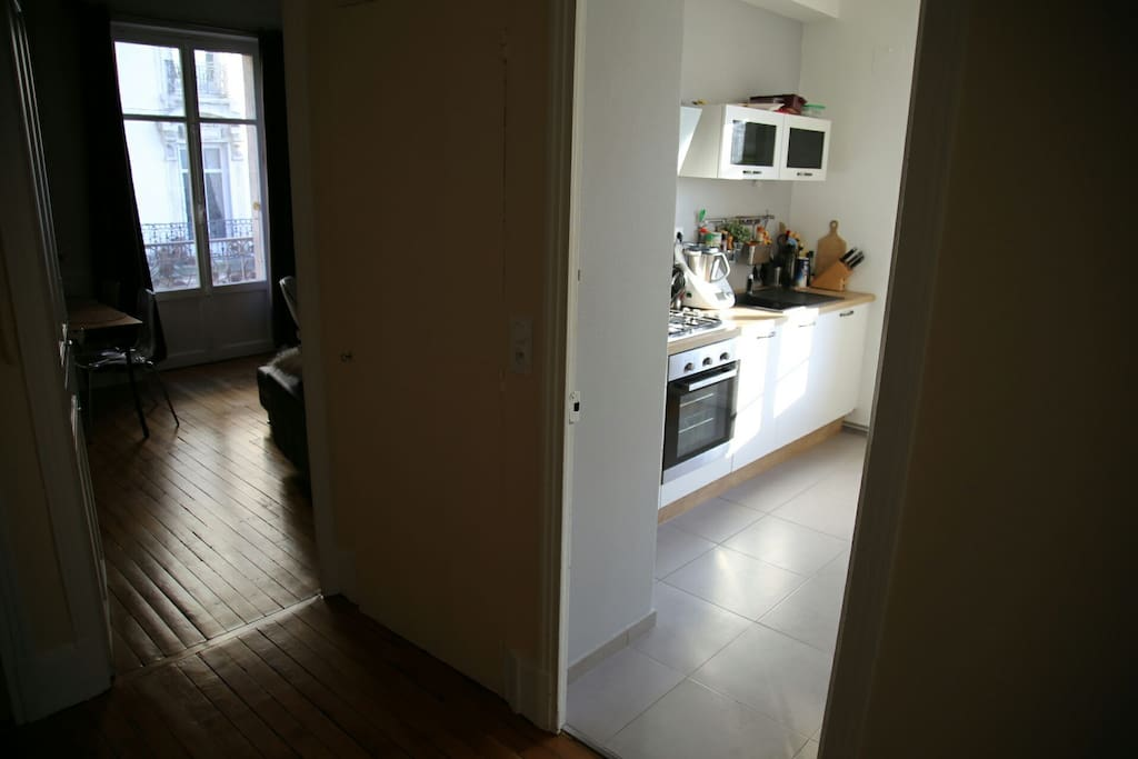 L'entrée avec vue sur la cuisine