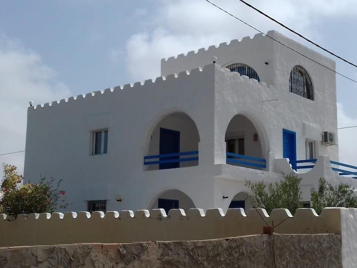 belle villa à 100m de la plage ogla a zarzis