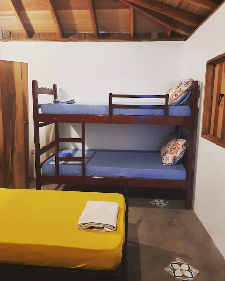 Quarto Hostel Lua Cheia - ECO Acomodações