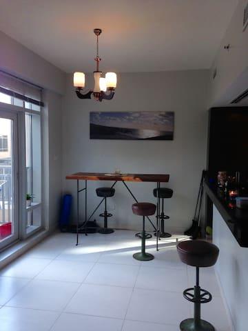 Light and modern 1BR apt.Excellent location. - Dubai - Apartment