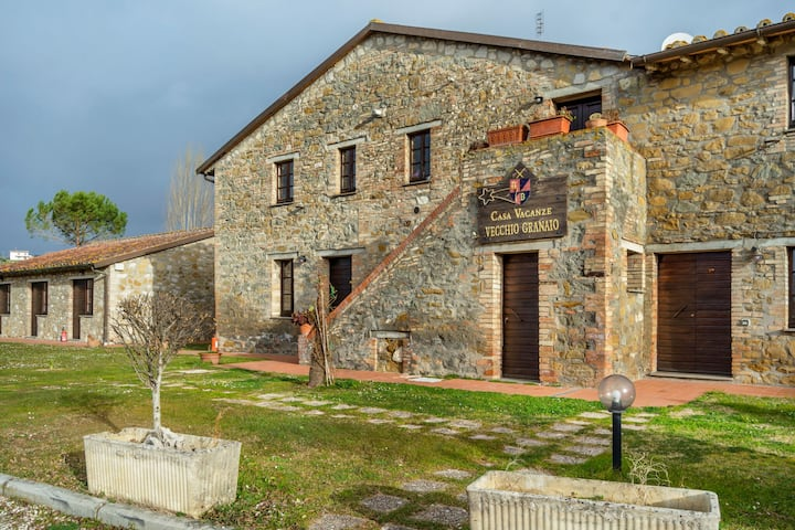 Rustic Cottage in Magione with Swimming Pool