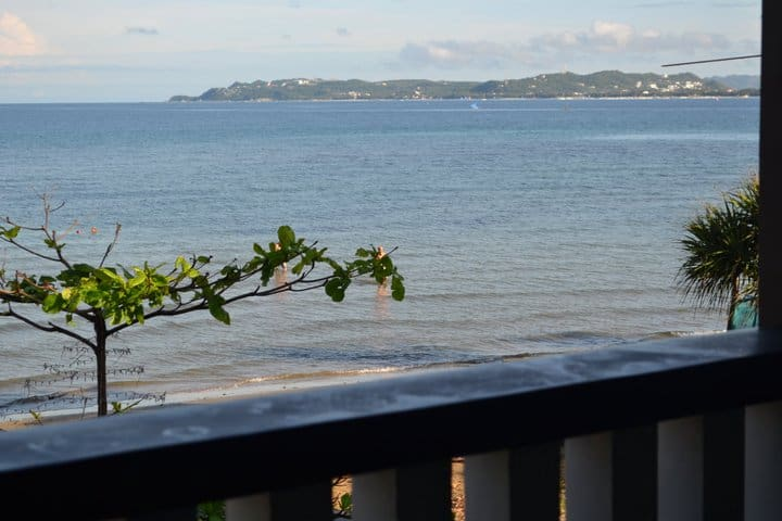 Boracay views. Waterfront apartment in Cubay Sur.