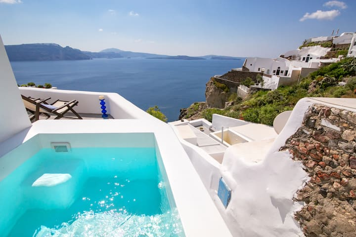 Deluxe Villa with outdoor Jetted Tub & Sea View