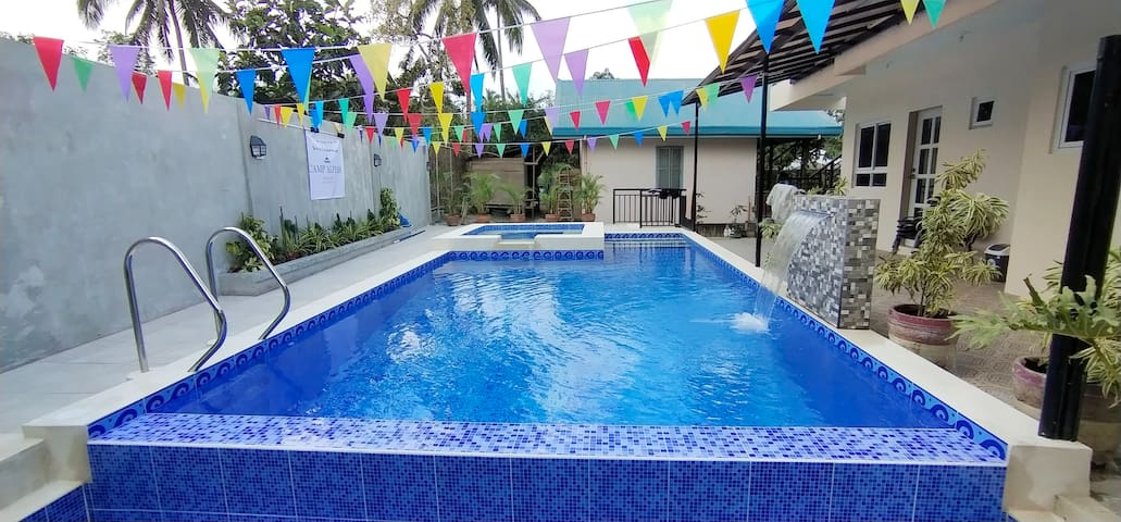 Private Pool & Lounge Room AC/KTV/Wifi/Nflix 15pax