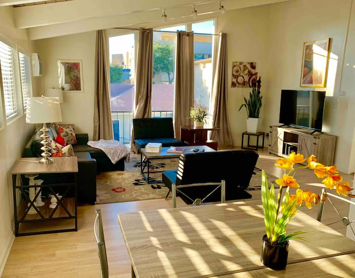 Modern Spacious 2x2 Townhome in Central WeHo.