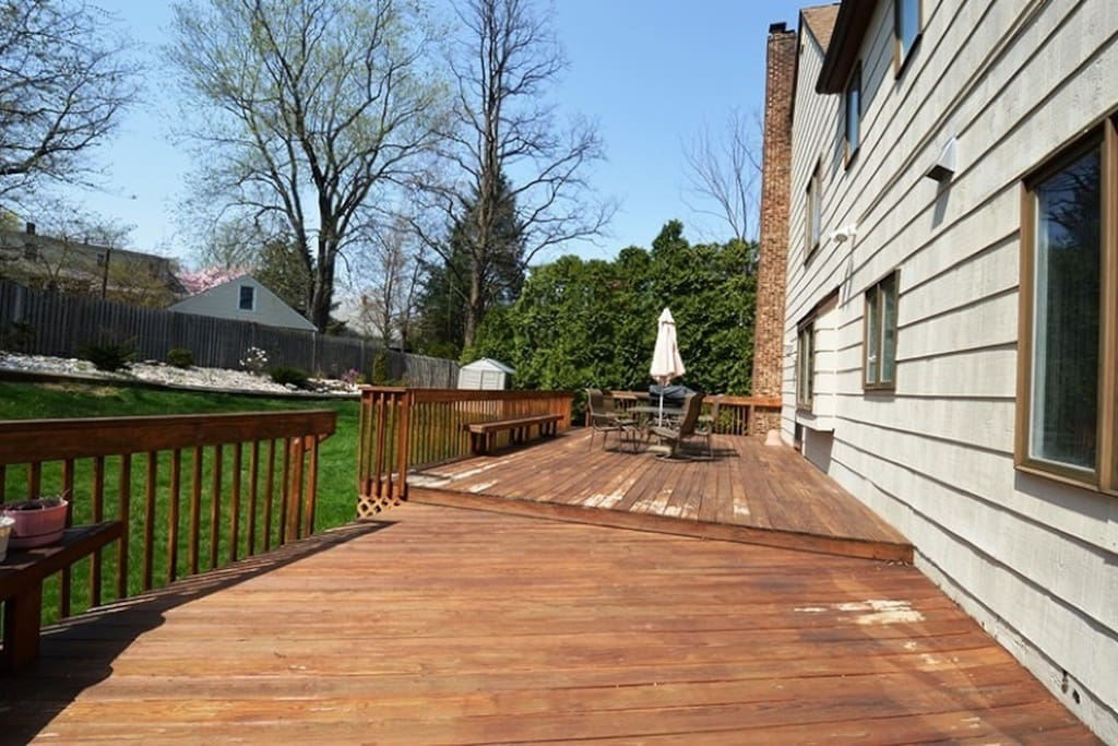 40 ft deck with grill