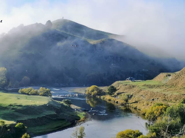 Te Awa Glamping - Your Riverside Haven Awaits