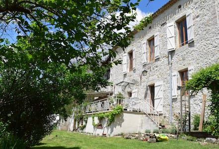 Beautiful traditional country house - Montesquieu - Bed & Breakfast