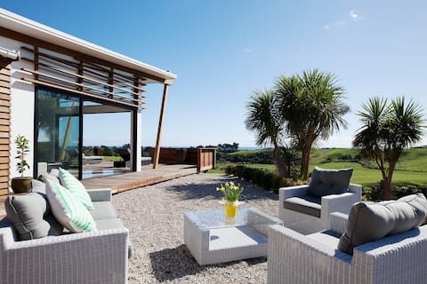 Stunning Oakura Luxury Retreat