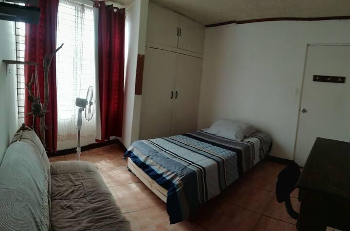 Habitación individual zona Universidades San Pedro