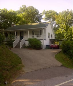Escape Mountain Home 12 acres 1 hr from Nashville! - Carthage - Haus