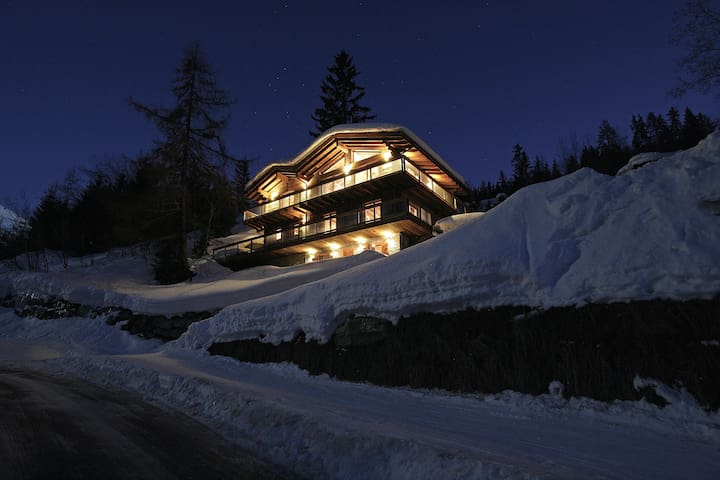 The Big Bear, La Tzoumaz, 4 Valleys, Swiss Alps - Riddes - Chalet