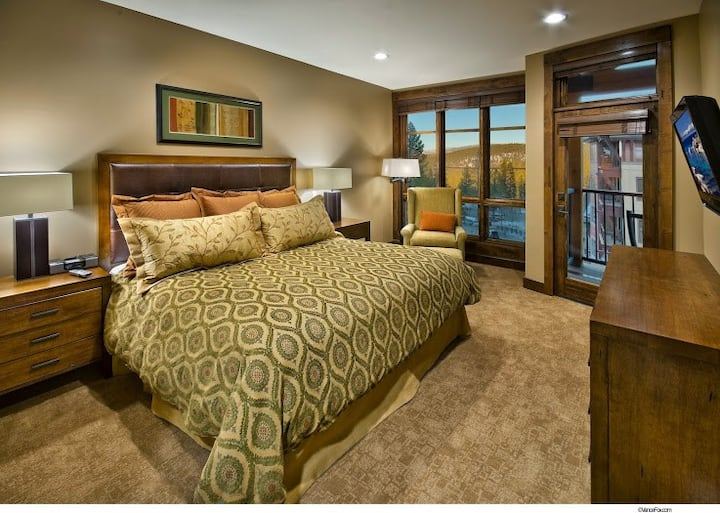 Northstar Lodge 3BR/3BA Ski-In/Out Residence