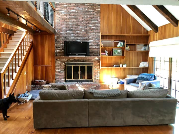 Casual Stowe Family Home. Great Location!!