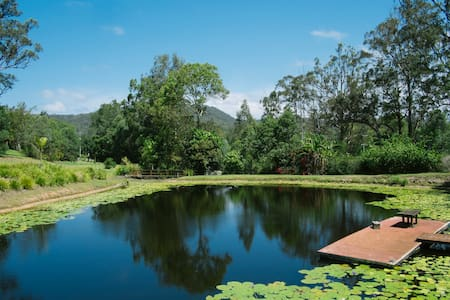 Peaceful country cottage on private dam - Mudgeeraba