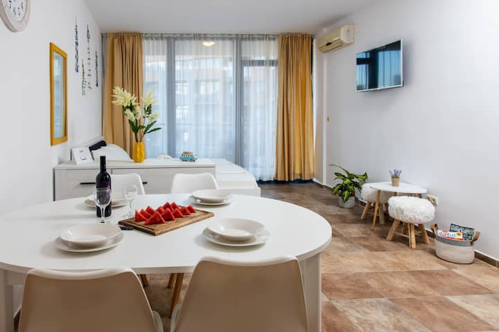 Stylish flat in the TOP centre of Sunny Beach