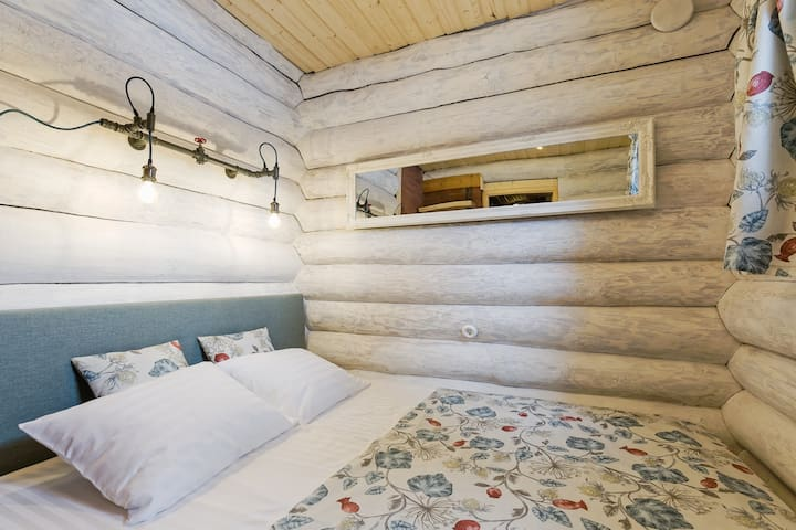Small bedroom on the ground floor (bed size 160cm)