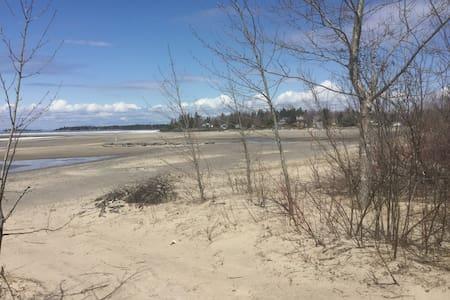 Site exceptionnel au Lac St-Jean avec plage privée - Camping-car/caravane