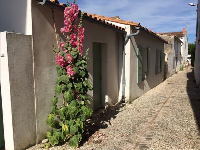 Charmante maison rétaise au cœur du village