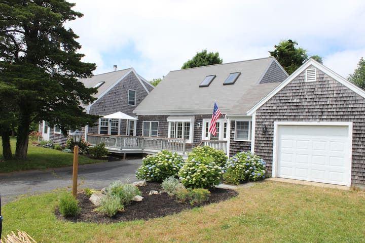 Perfect for two families, 2mi to Nauset, Sleeps 8+