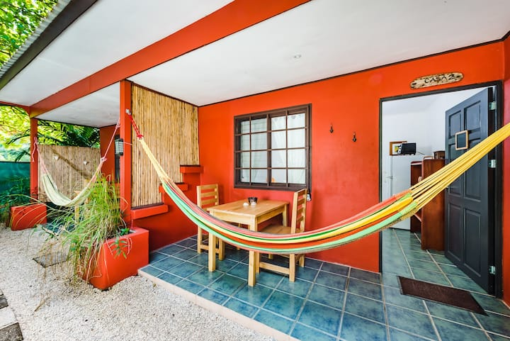 Camaleon 2 Beach Studio close walk to great surf!