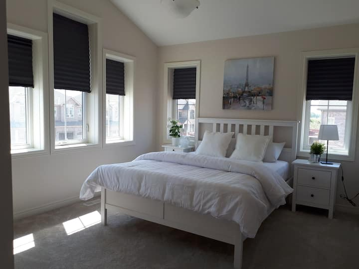 GORGEOUS ROOM NEAR NIAGARA FALLS, COLLEGE & BrockU