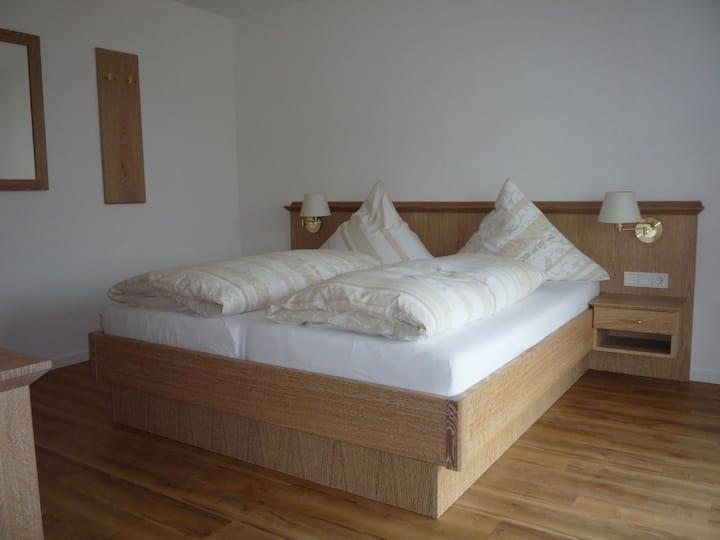 Pension Goebel, (Attendorn), Ferienwohnung Auf der Mauer, 50qm, 1 Schlafzimemr, max. 4 Personen