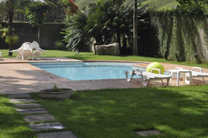 Casa de 4 Suítes e piscina em Toque Toque Grande